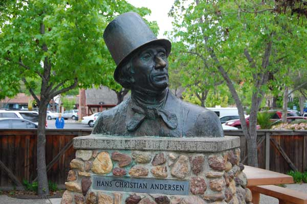 Bust of Hans Christian Andersen in Solvang, California.