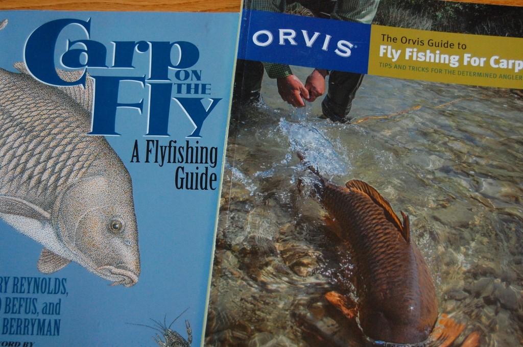 """Der Klassiker """"Carp on the Fly"""" von Barry Reynolds neben dem neuen Buch von Kirk Deeter """"The Orvis Guide to Fly Fishing for Carp"""". Da es nur diese Bücher zum Thema gibt, rate ich zum Kauf von beiden!"""